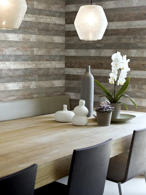 Wallpaper on the appearance of wood evokes pleasure in the bedroom