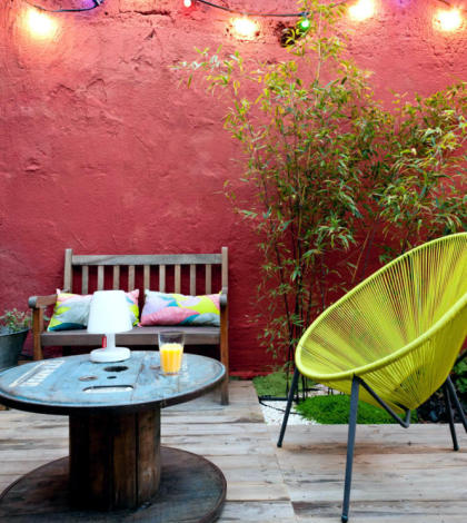 wooden-cable-reel-as-a-patio-table-0-937