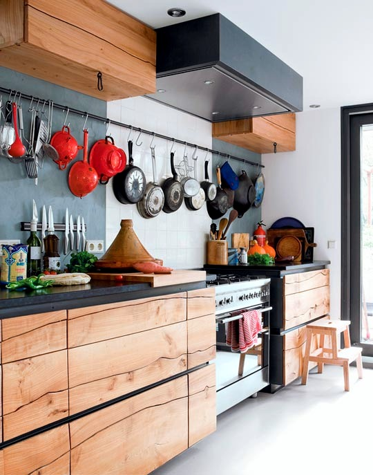 Interesting decor and ideas for decorating the wall in the kitchen