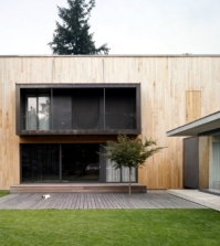 design-of-the-family-home-the-proximity-to-nature-provides-peace-0-954