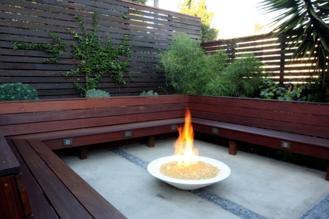 Fire sounded in the garden - mobile fireplace with decorative value