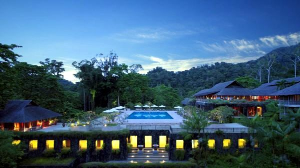 Top 10 most beautiful hotel pool with stunning views of for Best design hotels in the world