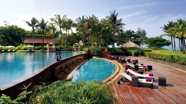 Top 10 most beautiful hotel pool with stunning views of for Top 10 5 star hotels in the world