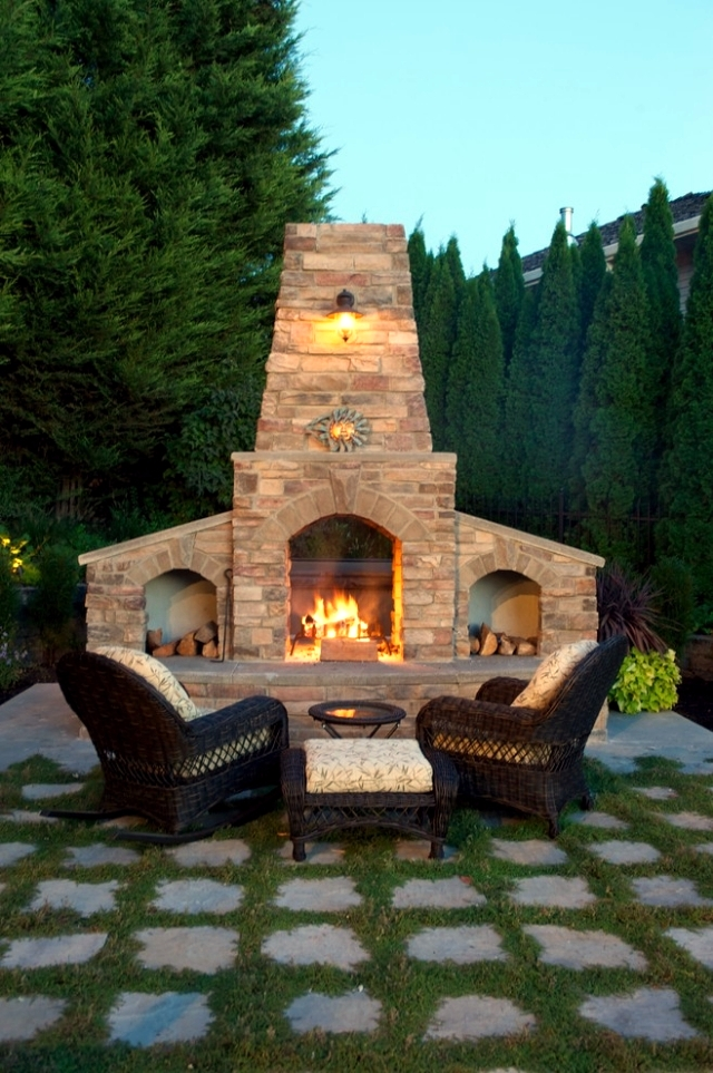 Fireplace in the garden construction - 24 ideas for a refined atmosphere on the terrace