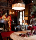 decorated-in-an-old-house-in-new-york-very-well-for-christmas-0-967