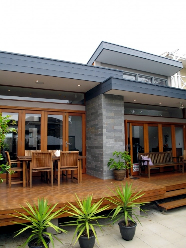 House with Flat Roof - the roof structure fashioned with a long tradition