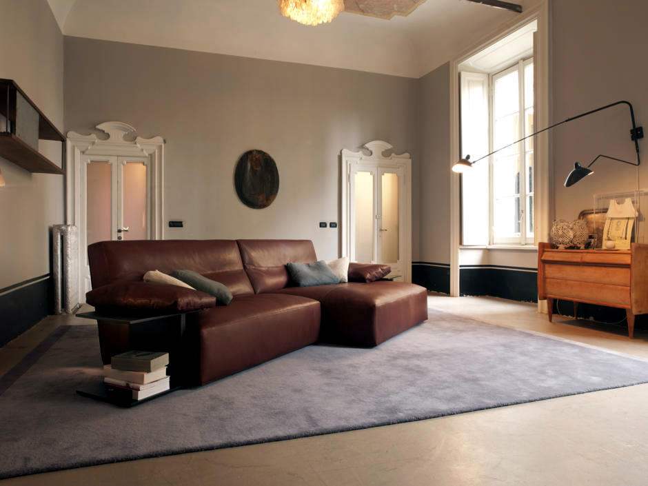 Brown leather sofa interior design ideas ofdesign for Beiges sofa welche wandfarbe