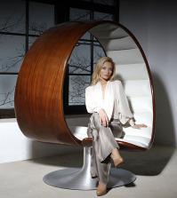 -hug-unusual-chair-by-gabriella-asztalos-0-399560404