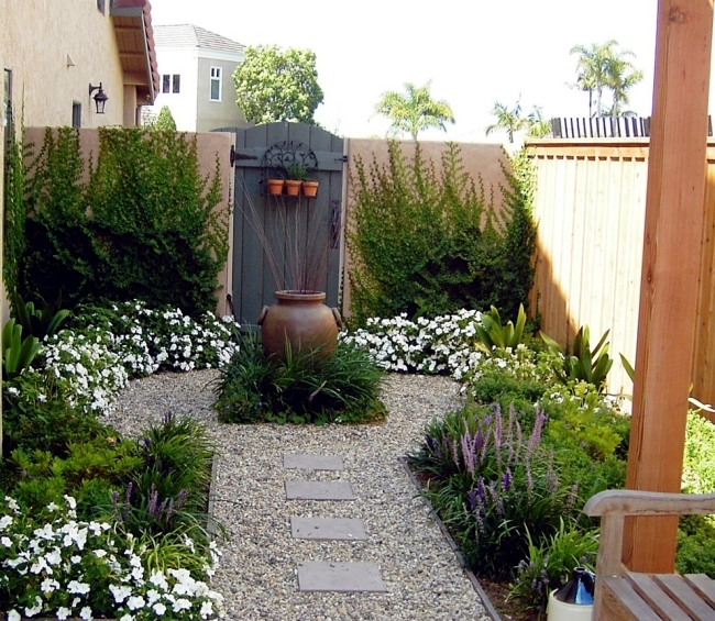 Mediterranean Style Courtyard: 10 Tips To An Attractive Courtyard And Garden Design