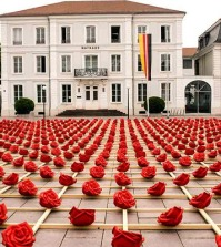 1000-roses-for-two-bridges-public-art-installation-in-the-city-0-1677082230