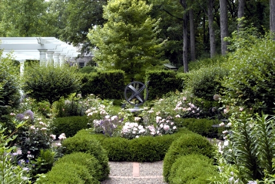 11 garden design ideas inspired by the arts and crafts for Craftsman landscape design ideas