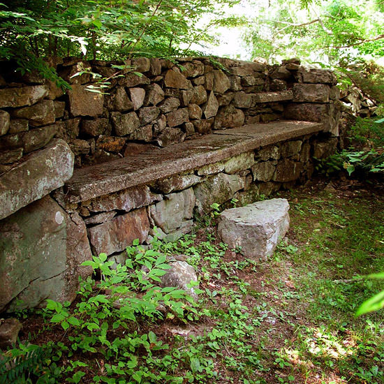 12 Interesting Ideas For Garden Wall Of Natural Stone