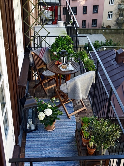 14 Balcony ideas - with flower boxes decorate the railings