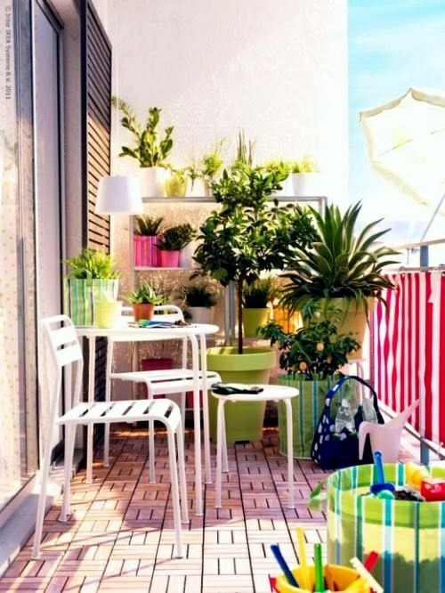 14 balcony ideas with flower boxes decorate the railings for Balcony colour combination