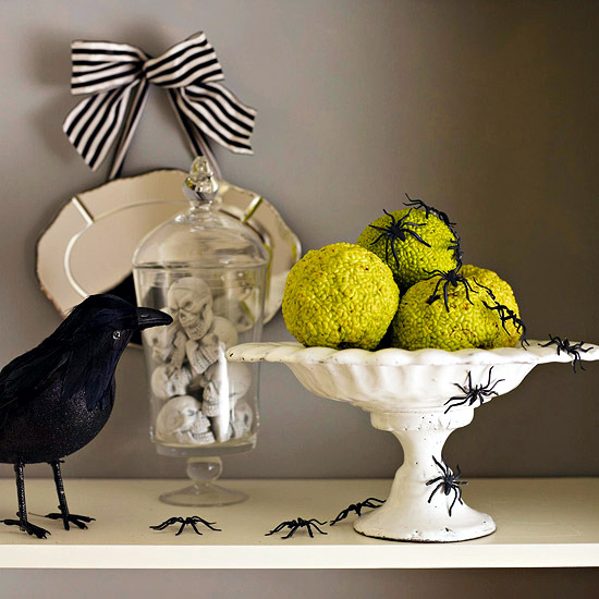 20 Halloween Decoration Ideas for the mantelpiece - Creepy eye-catcher