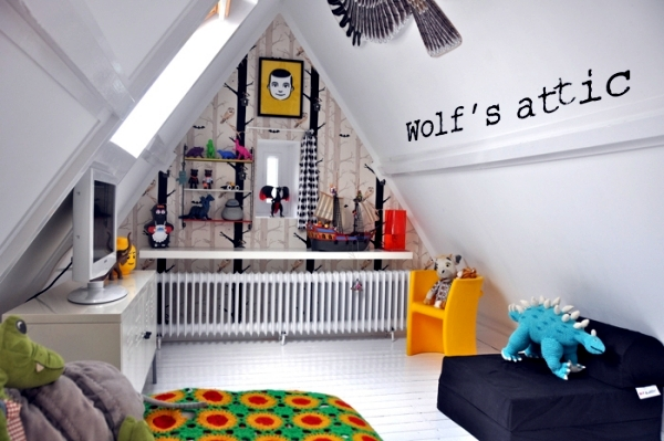 23 decorating ideas for kids room with pitched roof for Room design roof