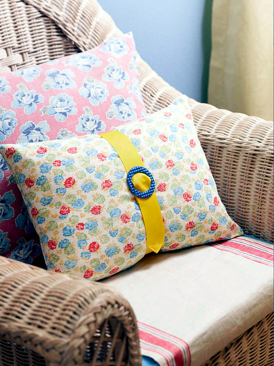 24 ideas for decorative sofa cushions or you refresh the interior