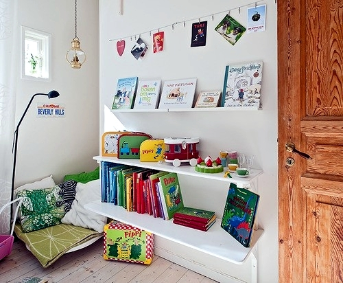 If you want to encourage your child to read you configure a cozy reading corner in the nursery. Discover these 30 fresh ideas for a reading corner and get ...