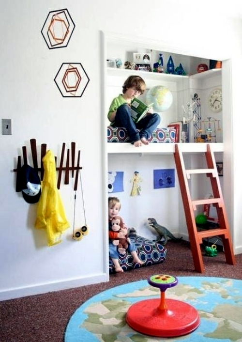 For the reading corner in the nursery you obviously need a lot of books for children and a comfortable interior. Fasten shelves on the wall at the ... & 30 cool ideas on how to set up the reading corner in the nursery ...
