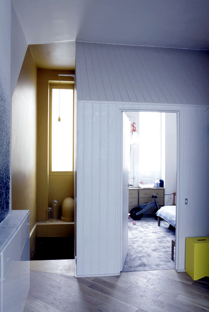 A hut in a Parisian apartment