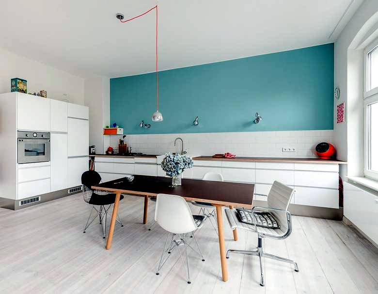 red and turquoise deco