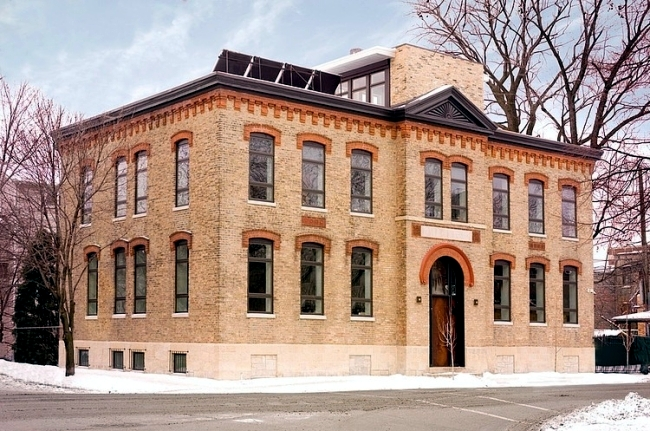 An old school house in chicago turned into modern penthouse apartment interior design ideas - The modern apartment in the old school ...