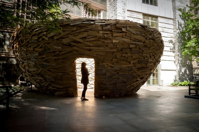 Art installation from EUR pallets provides quiet island for readers