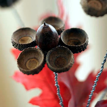 Autumn decoration from natural materials - craft ideas with leaves and acorns