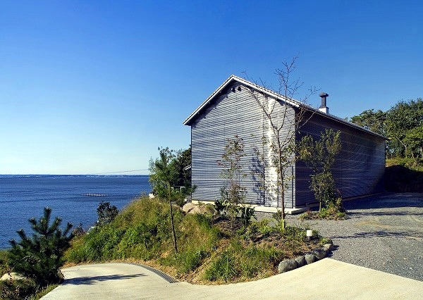 Barn House Design by Yukiharu Suzuki & Associatres