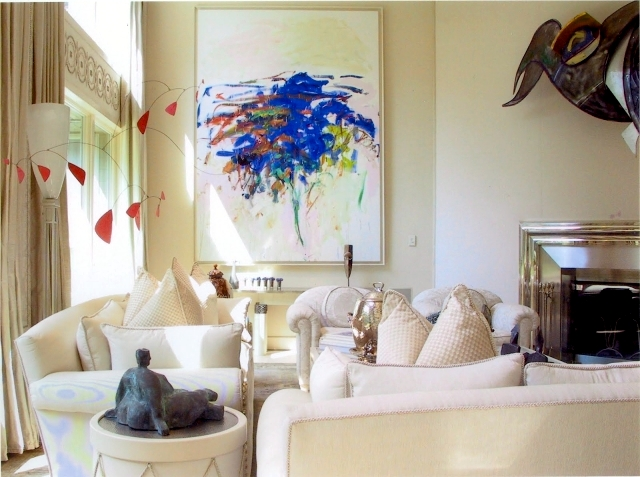 Beautify the living room with Art - A stylish wall decoration
