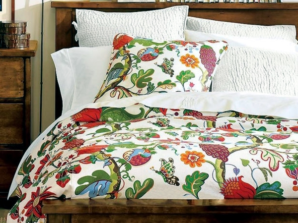 Bedroom ideas for beautiful decoration with colorful bedspreads