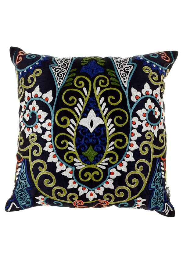 Bohemian lifestyle - decorating ideas and home trends with feel-good factor