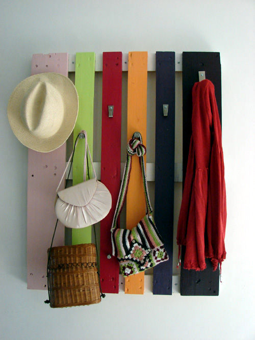 Build coat rack wooden pallets themselves – interesting DIY project ...