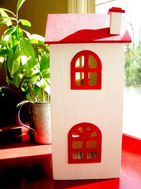 Build dollhouse and organize themselves in the children's play area