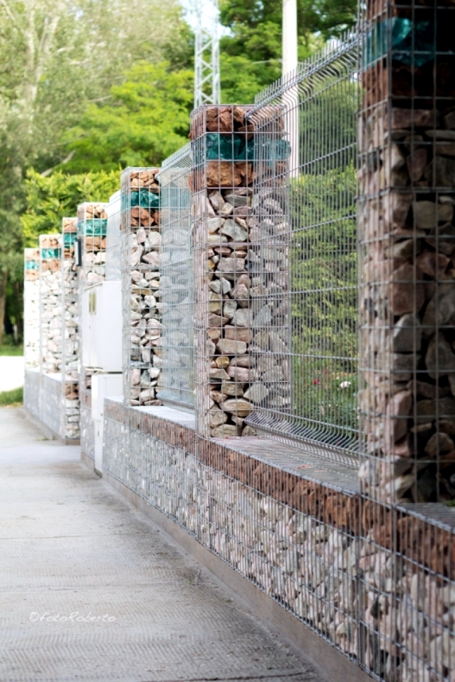Build raised beds, benches and gabion fence itself - gabions in the garden