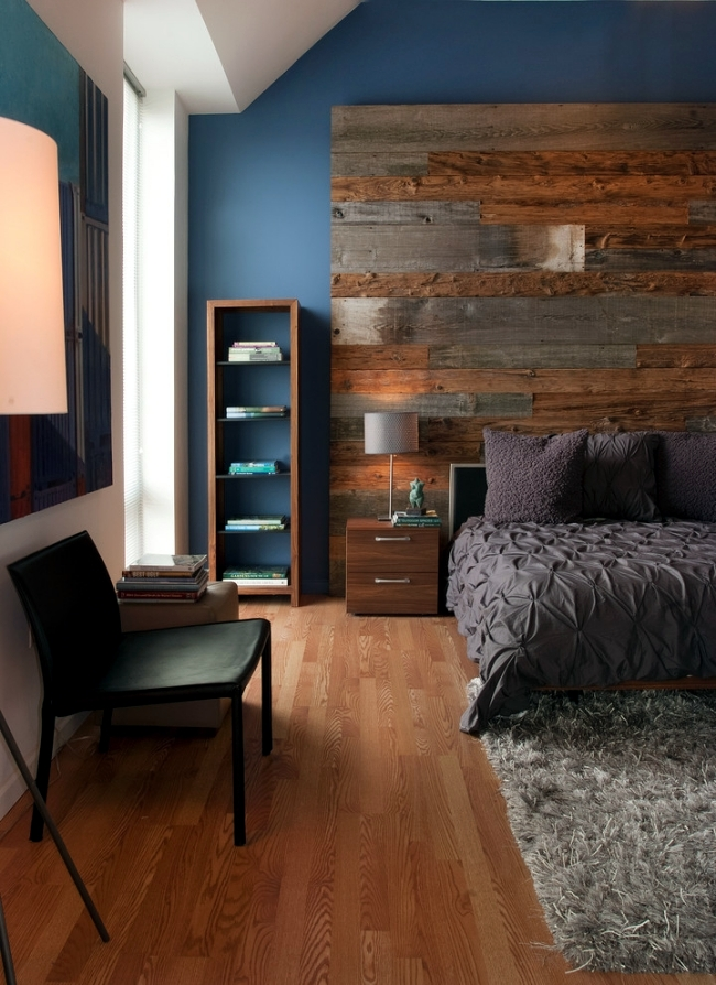 Candle light and wood wall decoration in the home to create a cozy atmosphere