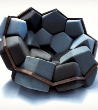 chair-design-in-geometric-shapes-resembling-natural-crystalloids-0-720972487
