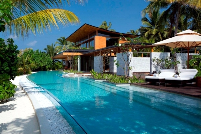 Villa Exotisch mit Pool Gartenmöbel Johnson Tsang