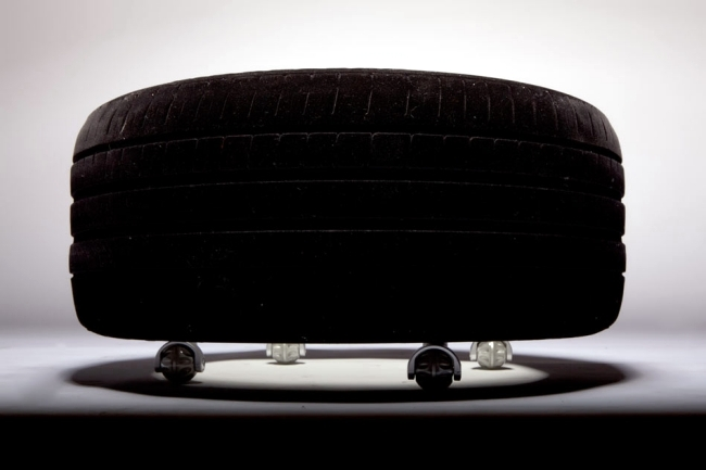 Coffee table with wheels tires - Workshop Schick of Tavomatico