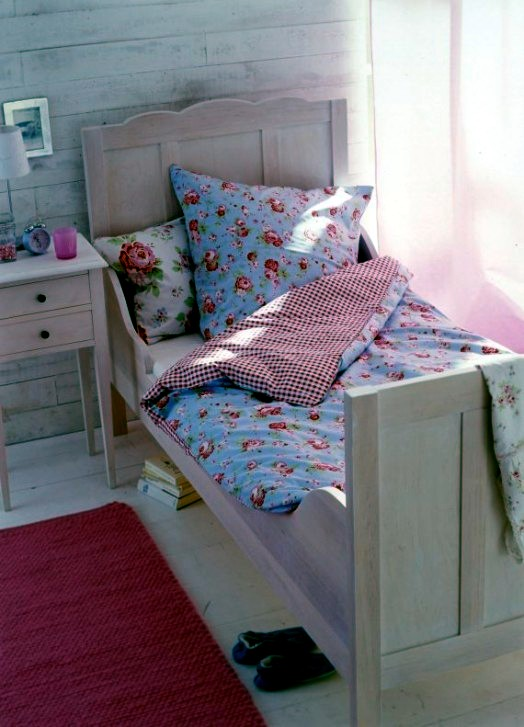 Colorful and comfortable cot designs for your little princess