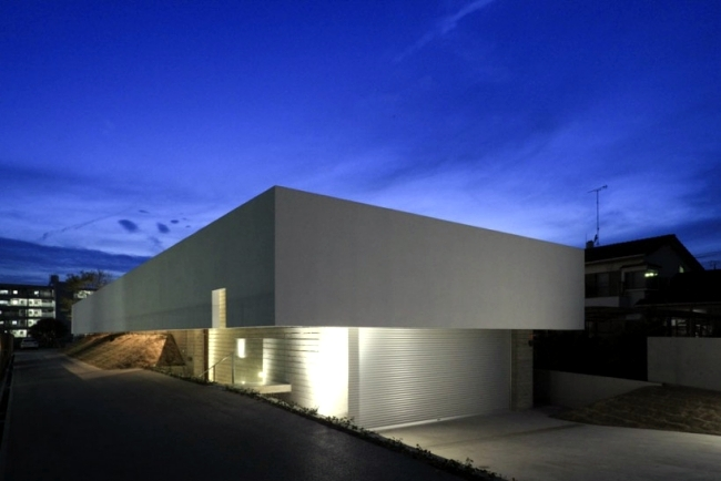 Concrete Building With A Flat Roof Of K2 Minimalist