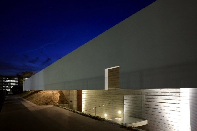 Concrete building with a flat roof of K2 - minimalist architecture in Japan