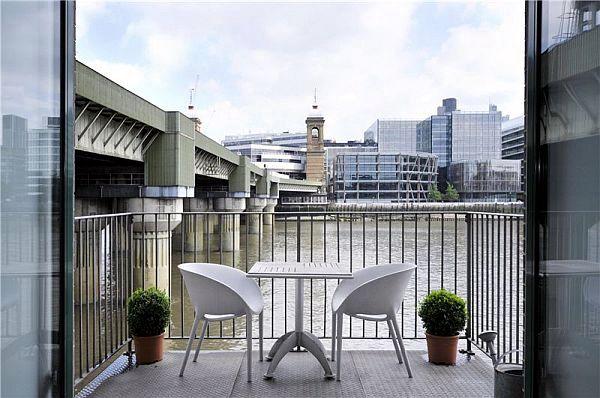 Contemporary apartment in London by Chiara Ferrari