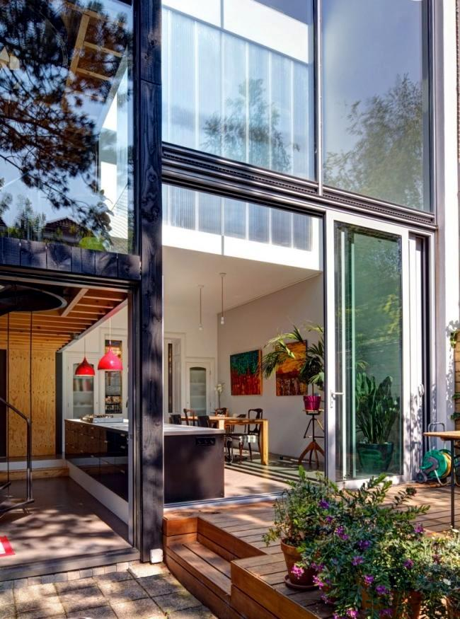 Contemporary home remodeling project personnel ...