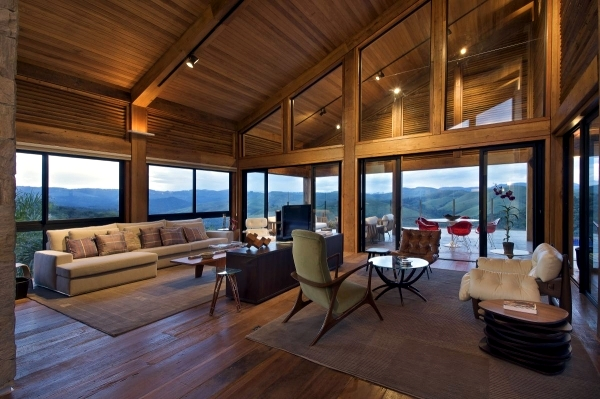 Contemporary wooden house build - what advantages does the use of wood
