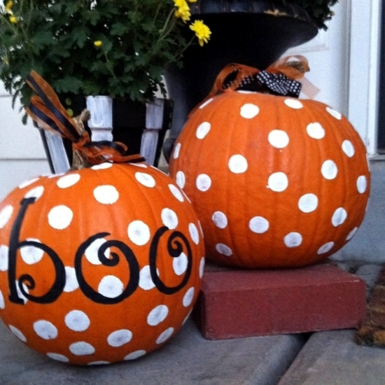 Decorate pumpkins - 30 Fall ideas with paint, rhinestones and lace