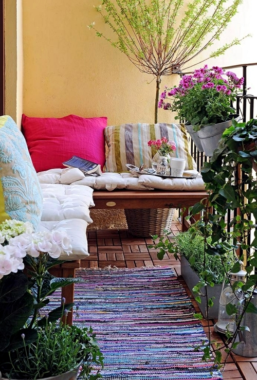 Decorating balcony with flowers in spring - cheap design ideas