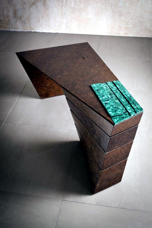 Designer desk with spectacular dynamic forms of IM Lab