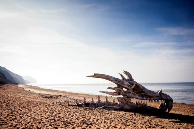 Dragon skeleton - Sculpture in England Celebrates Game of Thrones