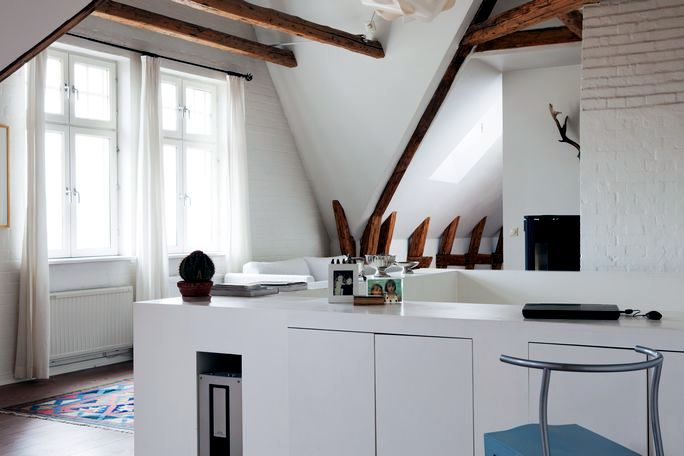 apartment decoration with beams